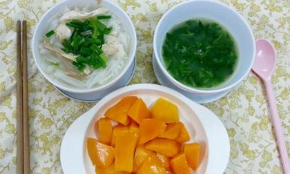 chăm trẻ, cho con ăn, ăn cơm chan canh, không tốt cho trẻ