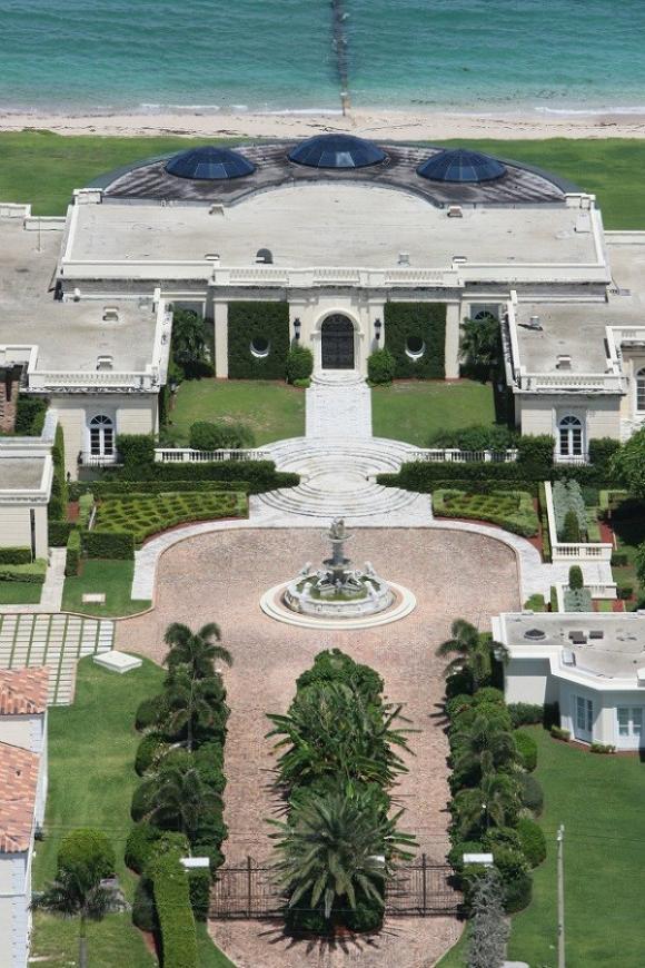 rybolovlev palm beach house entrance 6a174 Chiêm ngưỡng 10 ngôi nhà được thèm muốn nhất trên thế giới