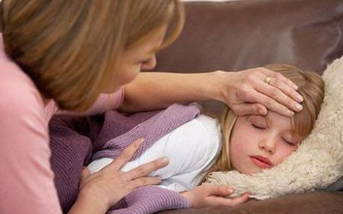 Hạ sốt,hạ sốt cho trẻ,sai lầm tai hại khi hạ sốt cho trẻ