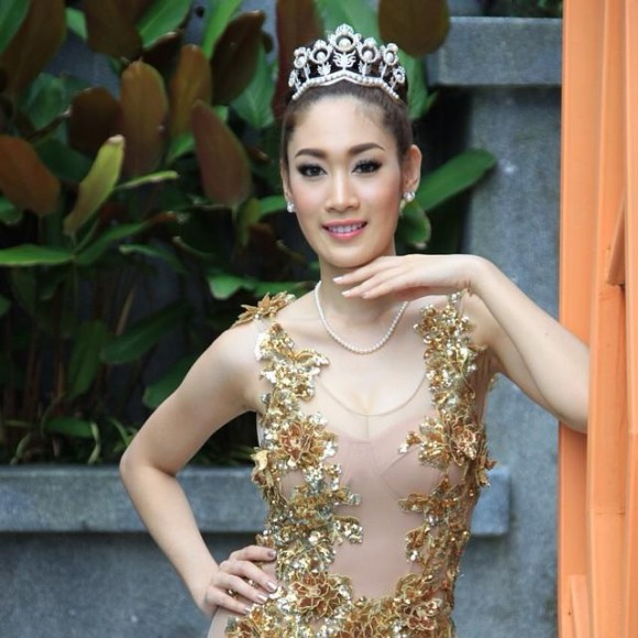 Sunannipar Kritsanasuwan, Á hậu Thái Lan bị tước vương miện, nâng mũi, Hoa hậu Thái Lan
