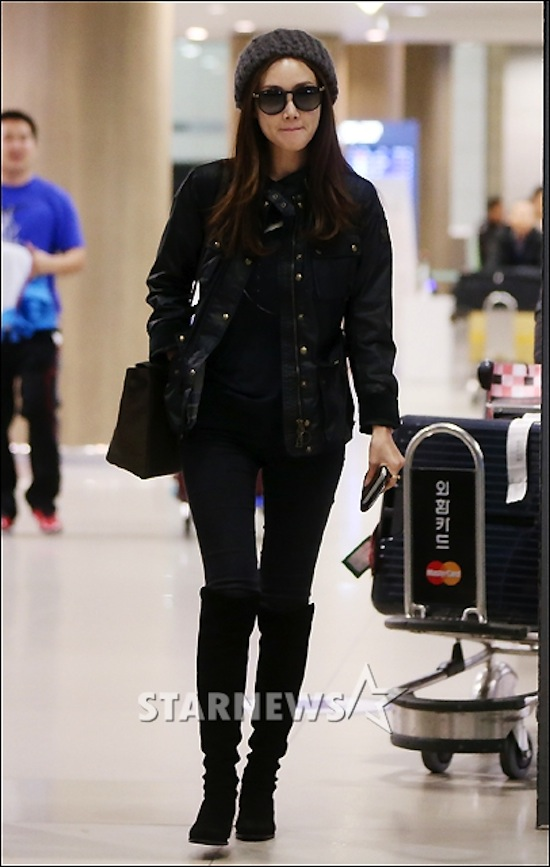 Song Seung Hun, Song Ji Hyo, Lee Dong Wook, Lee Kwang Soo, Kwon Sang Woo, IU, thời trang sân bay, thời trang sân bay sao Hàn