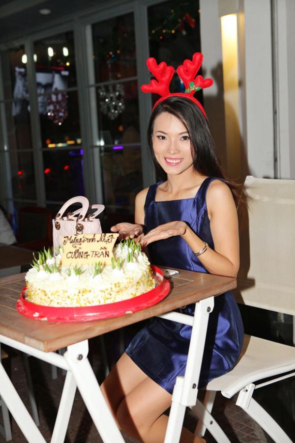sao Việt, ca sĩ nhà trăm tỷ, Tùng Lâm, Tùng Lâm khoe bạn gái, Tùng Lâm chăm sóc người yêu
