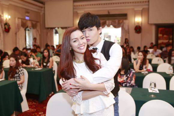 sao Việt, Nathan Lee, quý ông hàng hiệu, Nathan Lee ôm chặt Ngọc Anh, gái một con Ngọc Anh