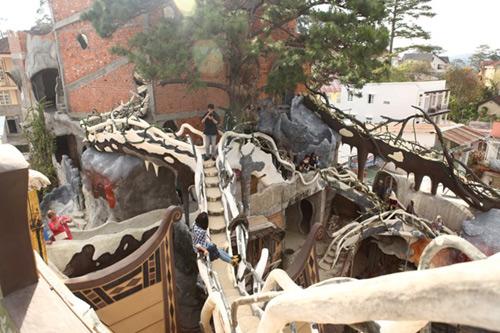 1394602777 17 jpg8 Đột nhập vào trong ngôi nhà quái dị nhất Đà Lạt