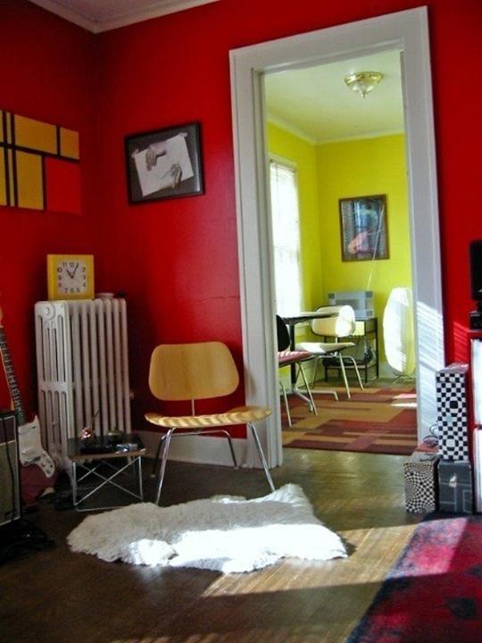 nha chat 001 jpg2 Chiêm ngưỡng không gian 2 căn hộ nhỏ ấn tượng với màu sắc táo bạo