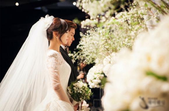 Hôn nhân,cặp đôi,kết hôn,showbiz Việt,nghi án,hợp đồng,giật title,câu khách,hôn nhân giả.