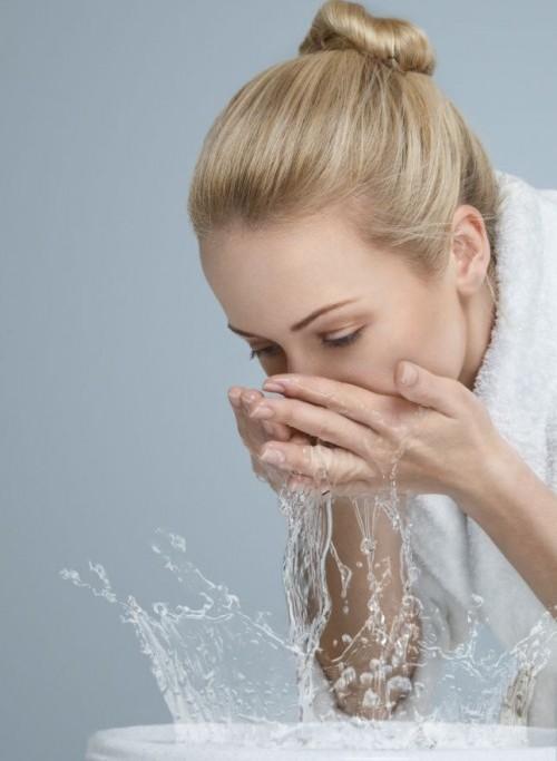 Thói quen,rửa mặt,xấu da,rửa mặt kỹ,sai lầm khi rửa mặt.