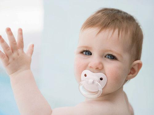 Trẻ sơ sinh,ngăn ngừa,đột tử,núm vú giả,nghiên cứu.