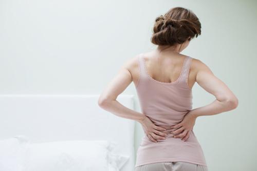 Ngải cứu,cây thuốc trị đau lưng cho phụ nữ sau sinh,lợi ích của ngải cứu