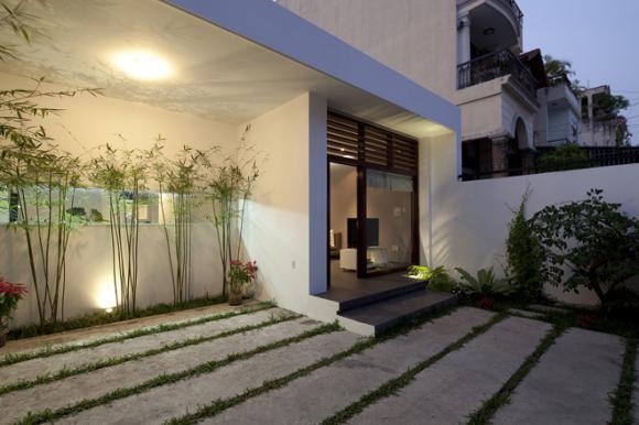 edc4a221405302683660x0 jpg1 Thiết kế không gian xanh tiện nghi trong nhà ống ở Sài Gòn