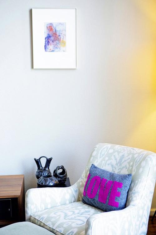 6 cách làm mới phòng khách ít tốn kém - 6