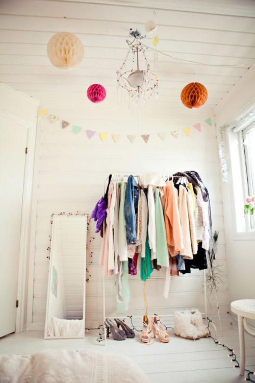 1404448436 1 jpg0 Gợi ý thiết kế tủ quần áo mở lý tưởng cho phòng ngủ nhỏ