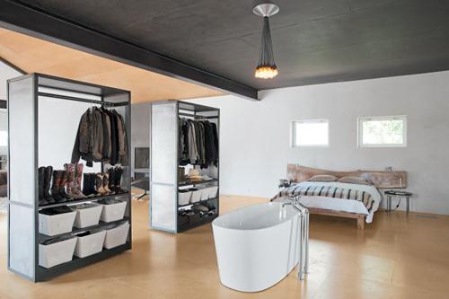 1404448436 5 jpg4 Gợi ý thiết kế tủ quần áo mở lý tưởng cho phòng ngủ nhỏ
