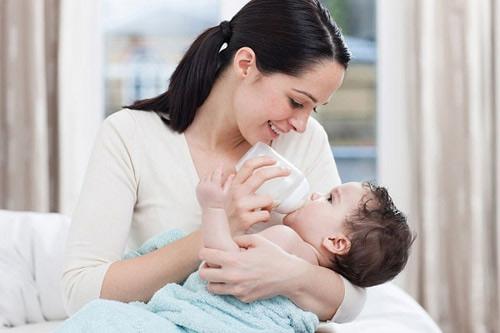 Cho trẻ bú sữa mẹ, Chăm sóc trẻ, Kỹ năng làm mẹ