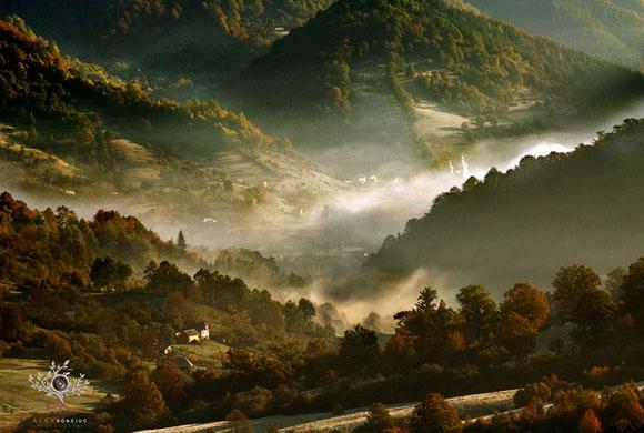 những ngọn núi đẹp,phong cảnh núi đẹp,rừng cây xanh mát,dòng suối trong lành