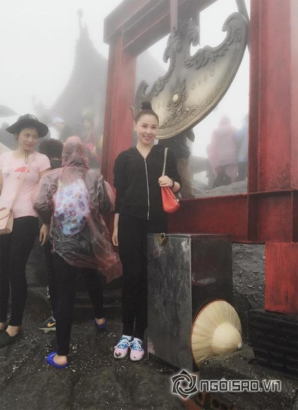siêu mẫu Quỳnh Thư,siêu mẫu Quỳnh Thư đi lễ chùa,Quỳnh Thư