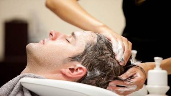 Chăm sóc tóc nam, không gội đầu quá thường xuyên, dùng dầu xả, dùng tay tạo kiểu tóc