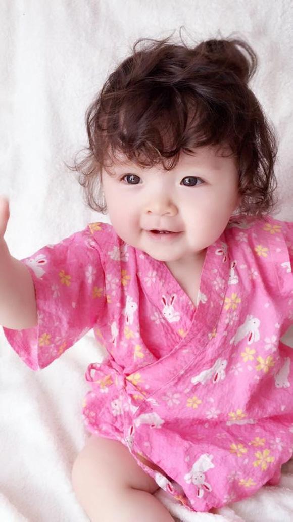 bé Cadie,Elly Trần,bé Cadie mặc kimono