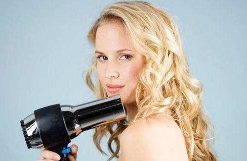 chăm sóc tóc xoăn, sấy tóc, dưỡng ẩm, thuốc xịt tóc, giữ nếp tóc