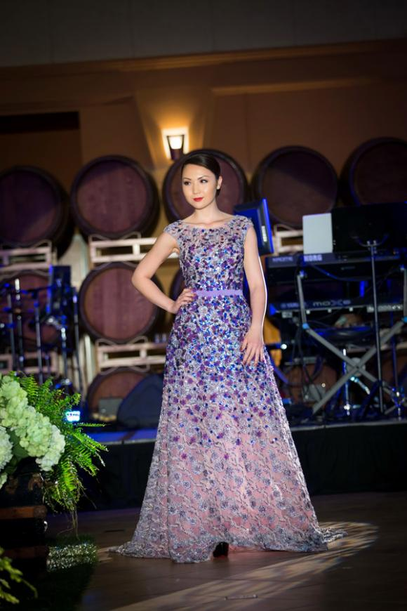 Hoa hậu Jennifer Chung, Hoa hậu Châu Á tại Mỹ 2014, Jennifer Chung làm vedette, NTK Lê Thanh Hòa