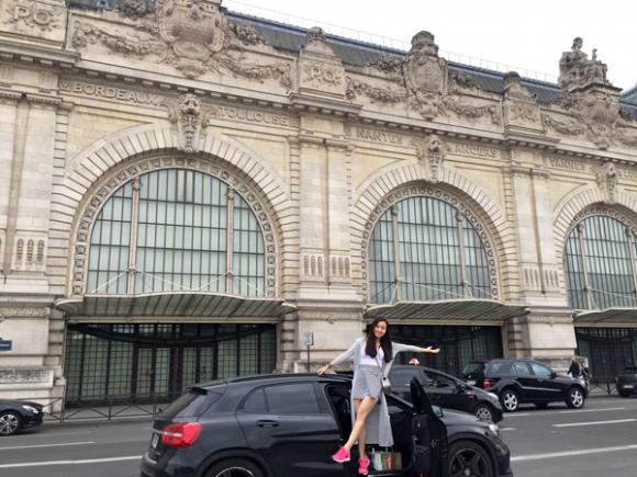 Phương Trinh Jolie, ca sĩ Phương Trinh Jolie, Phương Trinh Jolie khoe dáng, Phương Trinh Jolie nhí nhảnh tại Châu Âu