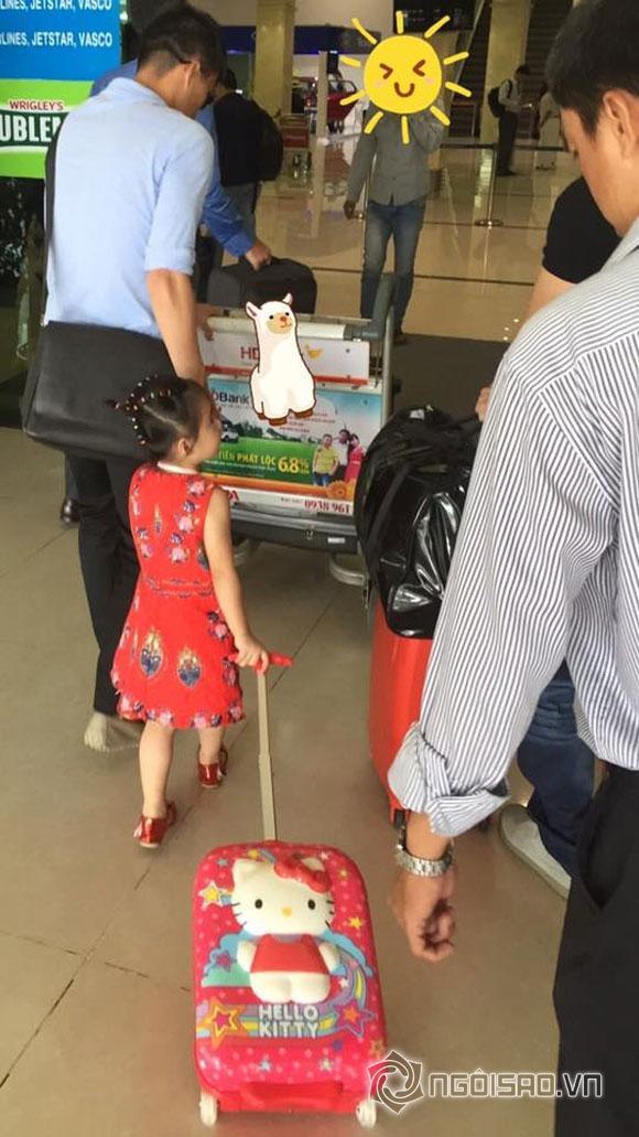 Vợ chồng Thủy Tiên ngồi xế sang đón con đi học về - Ảnh 5
