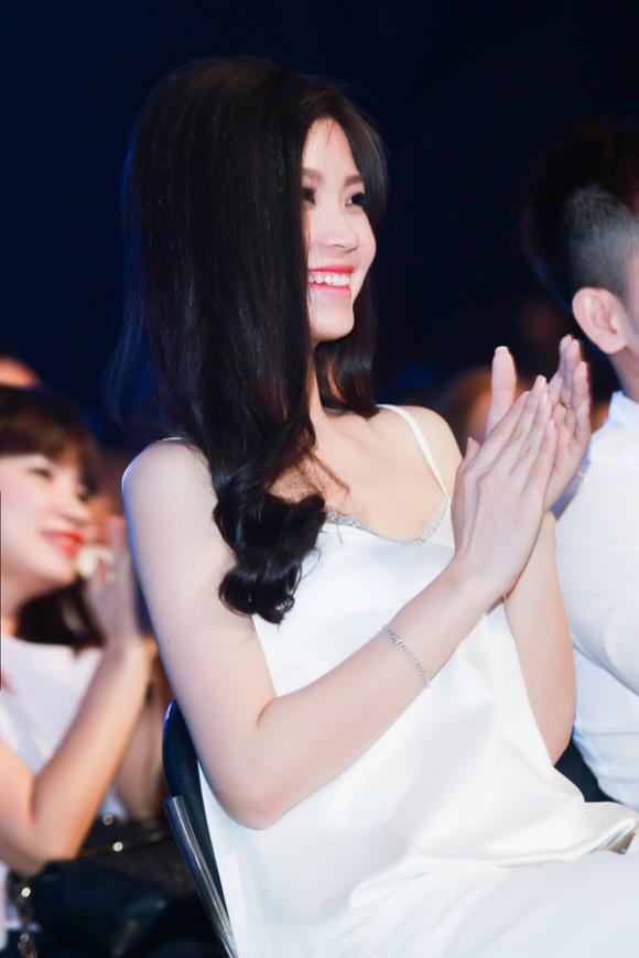 Á hậu Diễm Trang, Á hậu Việt Nam 2014, Á hậu Diễm Trang diện mốt áo ngủ, Á hậu Diễm Trang đi nghe nhạc, Tuyệt đỉnh tranh tài 2015