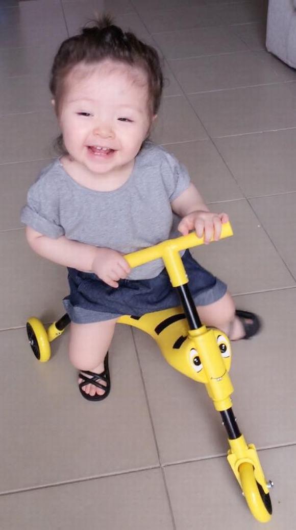 Cadie, Cadie ngồi xe, Cadie đáng yêu, con gái elly trần, ảnh Cadie