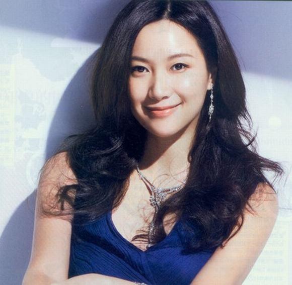 Bà chủ làng giải trí Hoa ngữ 1