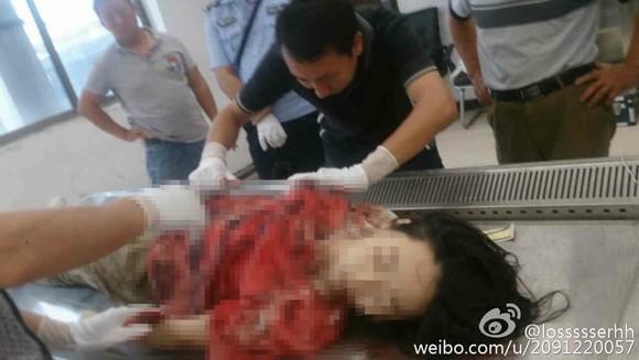 nữ sinh bị bạn trai đâm nhiều nhát ngay sân trường 4