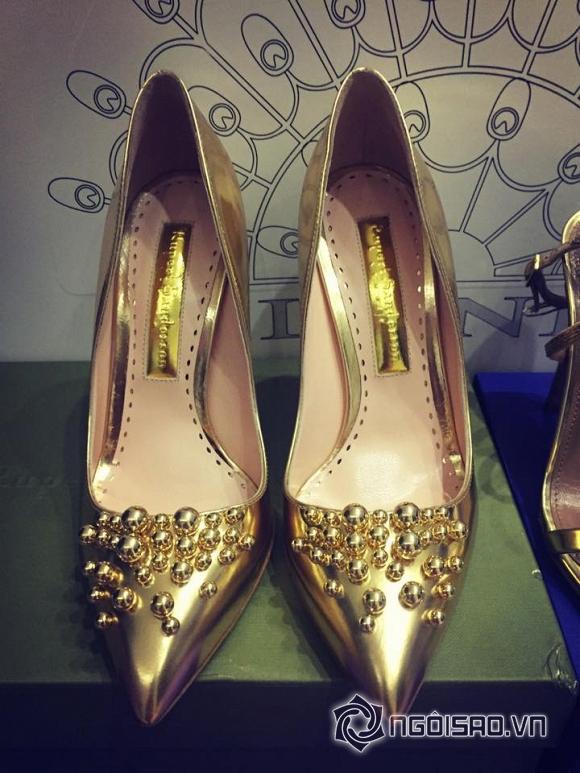 Ngọc Trinh khoe giày hiệu  1