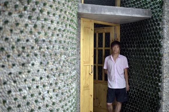 ngôi nhà xây bằng hàng ngàn chai thủy tinh đôc đáo 7