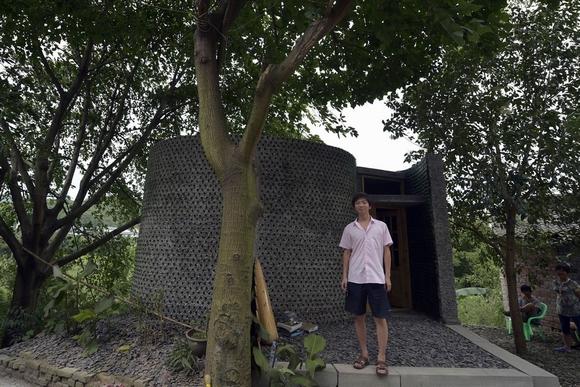ngôi nhà xây bằng hàng ngàn chai thủy tinh đôc đáo 3