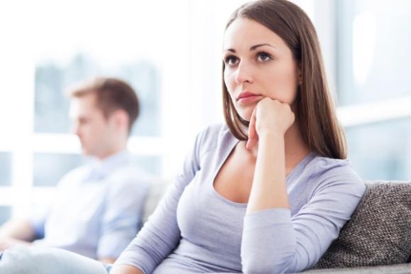 Có nên cho chồng cũ biết sự thật về đứa con?