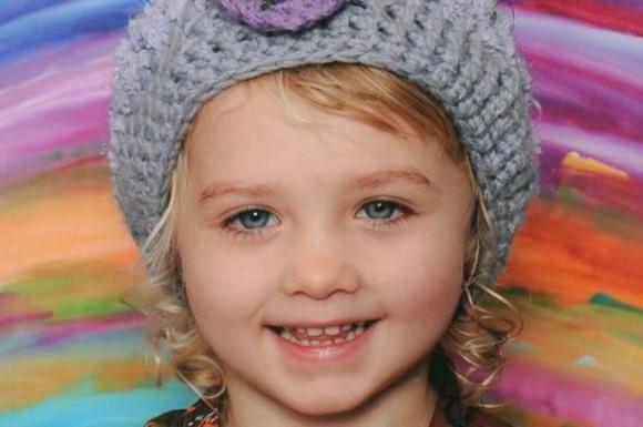 Bé gái 4 tuổi tử vong vì nuốt phải pin cúc áo