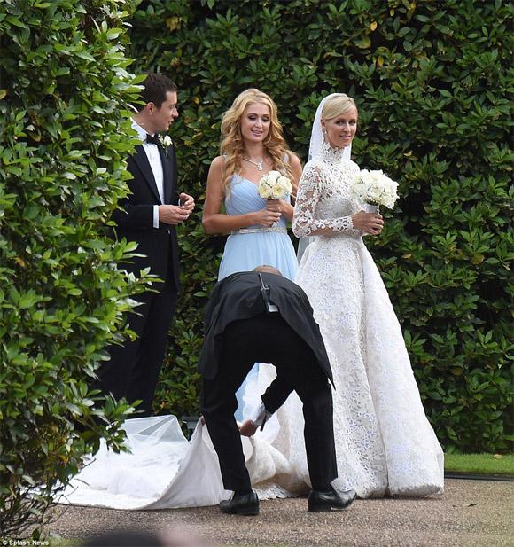 em gái Paris Hilton,váy cưới 1,7 tỷ của em gái Paris Hilton,Nicky,Paris Hilton