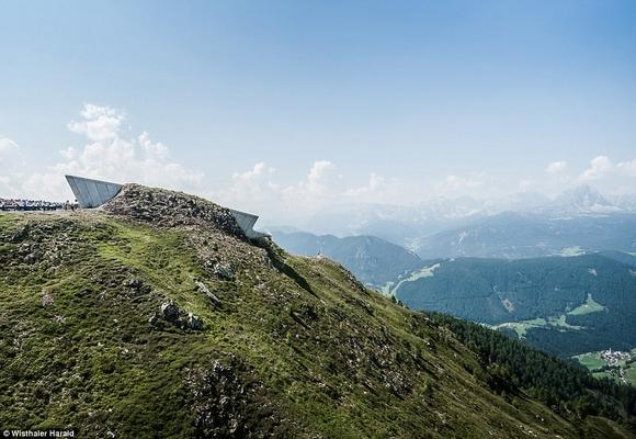 bao tang tren dinh nui 10 ngoisao.vn Cùng nhìn qua kiến trúc độc đáo của bảo tàng trên đỉnh núi cao 2286m