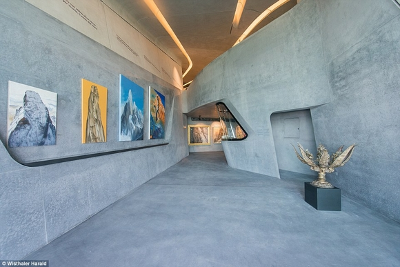 bao tang tren dinh nui 2 ngoisao.vn Cùng nhìn qua kiến trúc độc đáo của bảo tàng trên đỉnh núi cao 2286m