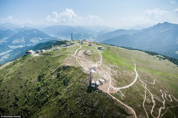 bao tang tren dinh nui 9 ngoisao.vn Cùng nhìn qua kiến trúc độc đáo của bảo tàng trên đỉnh núi cao 2286m
