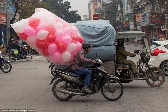 Những hình ảnh chở cồng kềnh quá tải ở Việt Nam lên báo nước ngoài 5