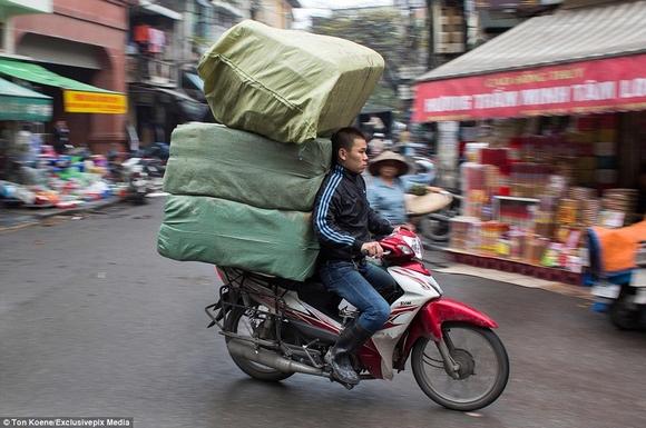 Những hình ảnh chở cồng kềnh quá tải ở Việt Nam lên báo nước ngoài 4