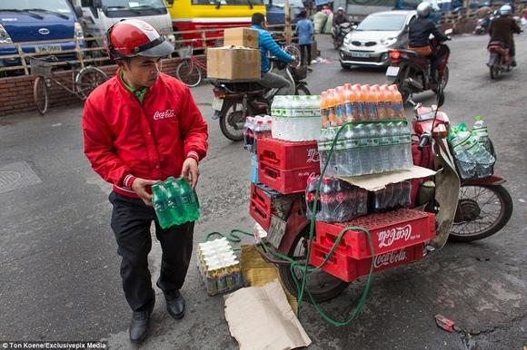 Những hình ảnh chở cồng kềnh quá tải ở Việt Nam lên báo nước ngoài 2