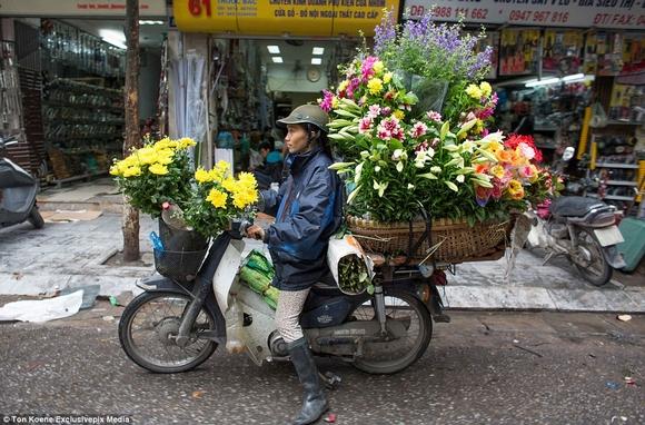 Những hình ảnh chở cồng kềnh quá tải ở Việt Nam lên báo nước ngoài 13