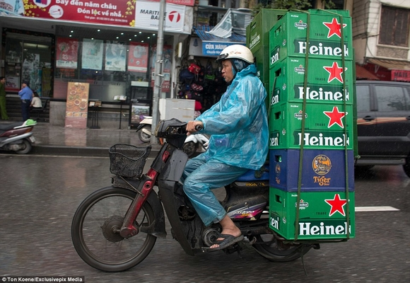 Những hình ảnh chở cồng kềnh quá tải ở Việt Nam lên báo nước ngoài 6