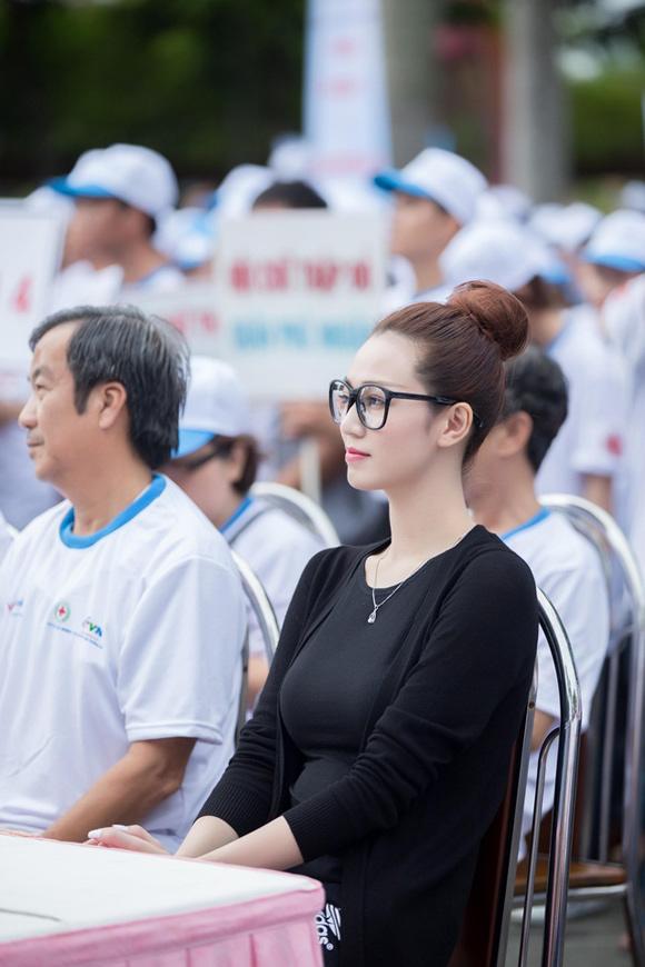 Khánh My, người mẫu Khánh My, mỹ nhân Sài Thành, Khánh My đi bộ