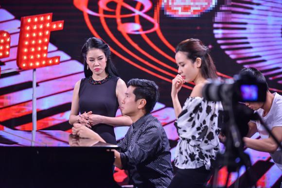 Cẩm Ly, Huấn luyện viên Cẩm Ly, em gái Cẩm Ly, ca sĩ Minh Tuyết, em gái Cẩm Ly về nước hỗ trợ chị gái, Giọng hát Việt nhí 2015