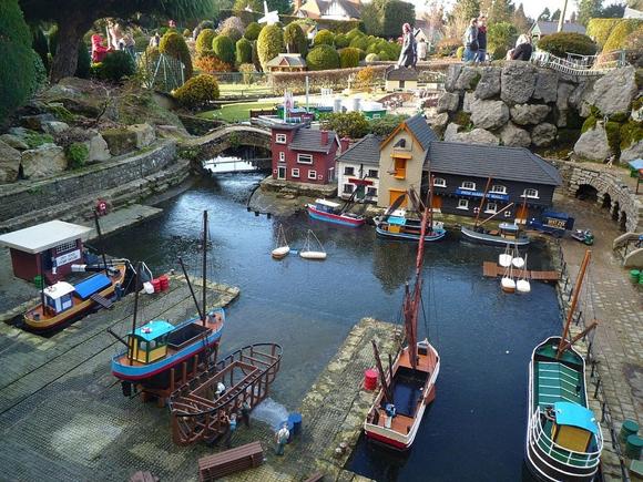 ngôi làng đồ chơi,ngôi làng cổ nhất thế giới,đến thăm ngôi làng đồ chơi cổ,ngôi làng đồ chơi Bekonscot,ngôi làng đồ chơi ở Buckinghamshire, Anh