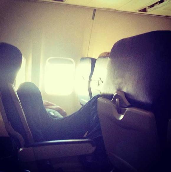 Bó tay với những hành khách 'không đỡ được' trên máy bay 0
