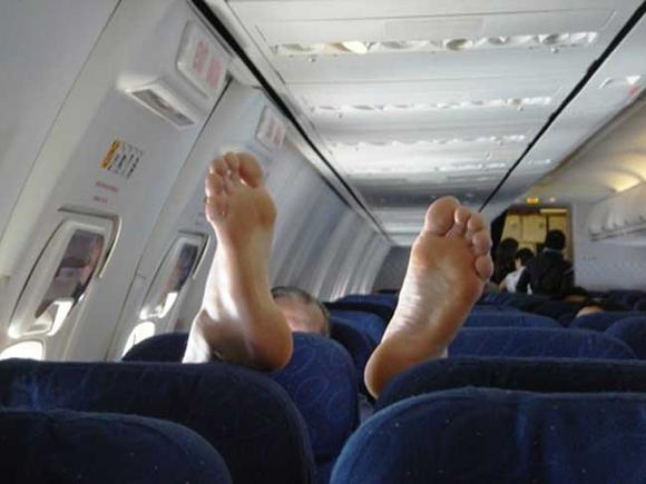 Bó tay với những hành khách 'không đỡ được' trên máy bay 16