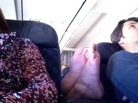 Bó tay với những hành khách 'không đỡ được' trên máy bay 1